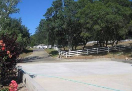 a picture of a masonry driveway in folsom,ca